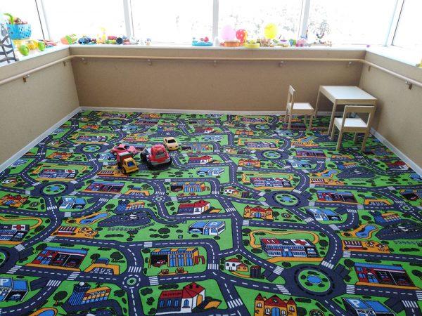 С детски килим на пътища City Life играта е интересна и забавна